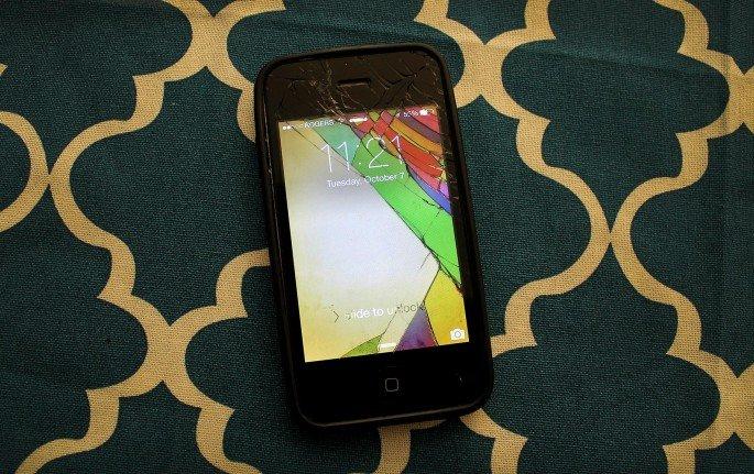 Cracked-Phone-Screens-1-685x431