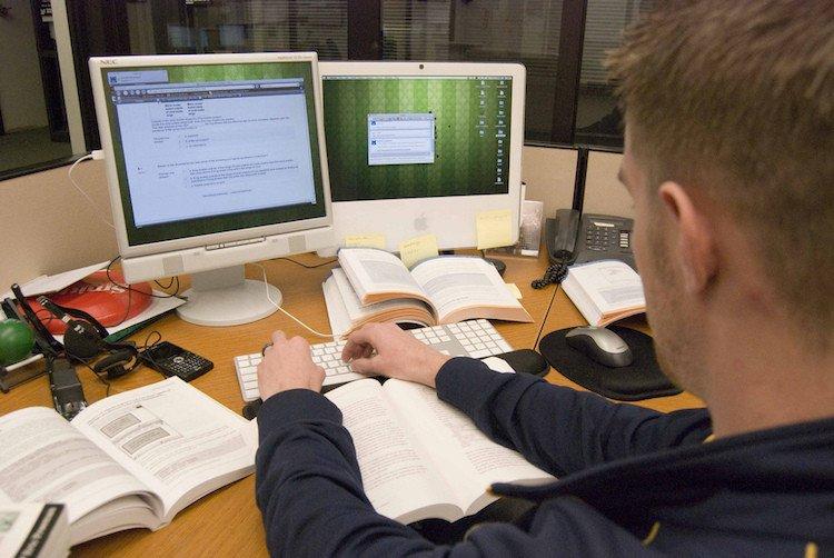 3 Benefits of Online Bible Education