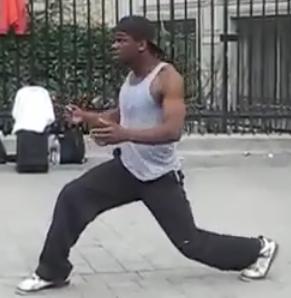 Amazing Paris Dancing Street Performer [Video]