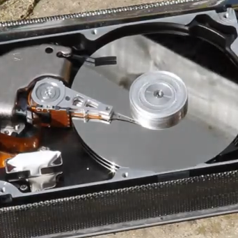 How a Hard Drive Works in Slow Motion [Video]