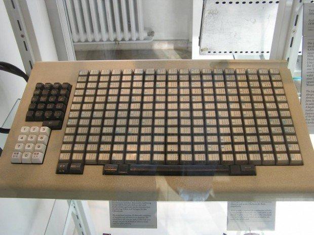 Old Japanese Keyboard Has 216 Keys! - ChurchMag