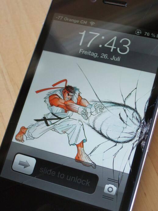 Cracked-Phone-Screens-12